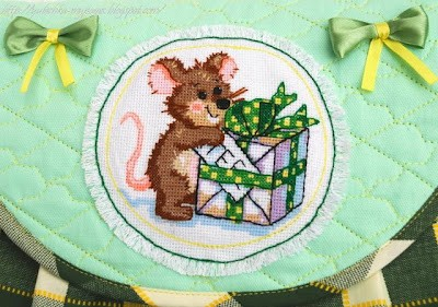 Мышонок - вышивка крестиком на сумке для девочки