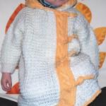 Белое  вязаное пальто для маленькой девочки — переделка из конверта для младенца