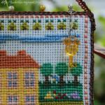 Вышивка дом- календарь, сентябрь.