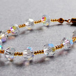 Льдисто-хрустальный, с золотым… браслет из стеклянных бусин