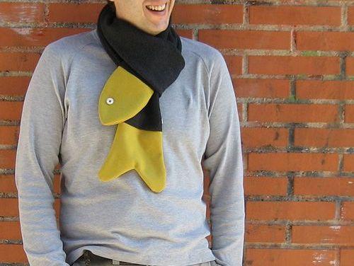 сшитый шарф в виде рыбы