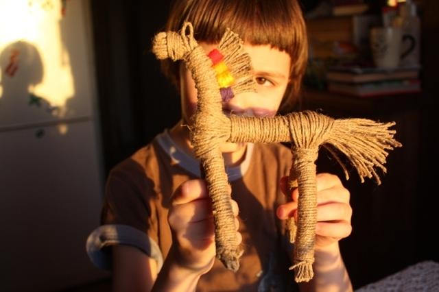 Коник из верёвки