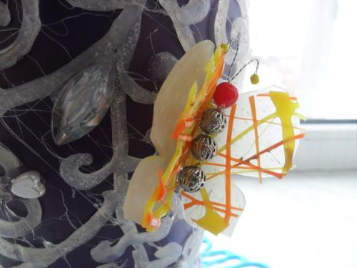 украшение в виде бабочки